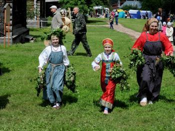 俄罗斯桦树节08