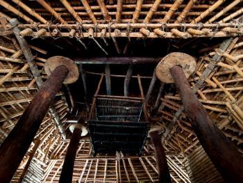 松巴岛传统房屋的建造
