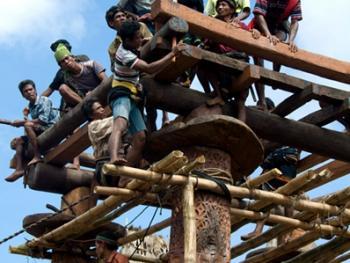 松巴岛传统房屋的建造02