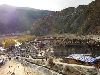 建筑藏式寺院的墙