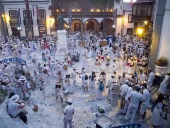 加纳利群岛的白色狂欢节14