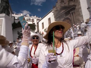 加纳利群岛的白色狂欢节02