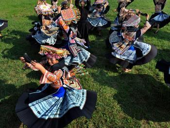 苗族牛角舞11