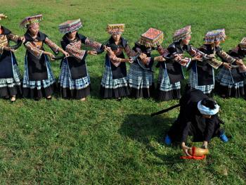 苗族牛角舞14