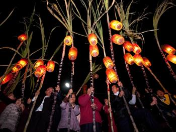 潮汕乡村的游灯