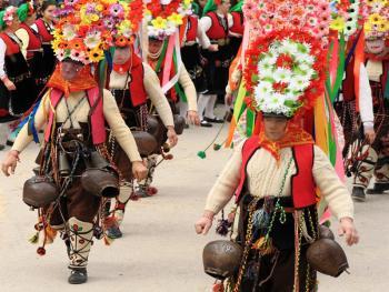 保加利亚的面具游行05