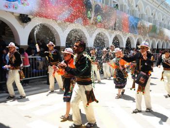 玻利维亚奥鲁罗的狂欢节12