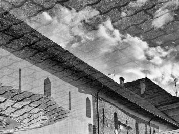 立陶宛建筑的雨中倒影2