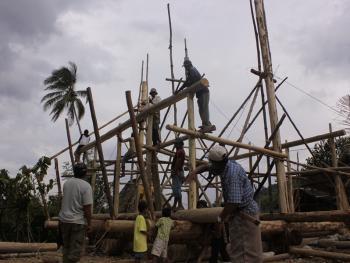 苏拉威西罗勃木屋的建造12