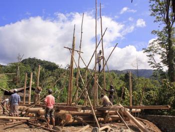 苏拉威西罗勃木屋的建造