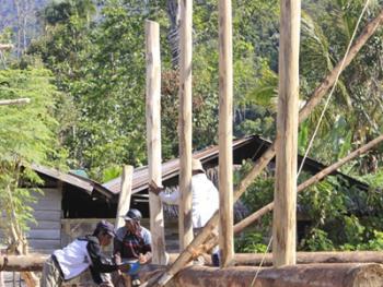 苏拉威西罗勃木屋的建造07
