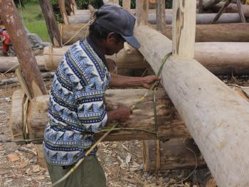 苏拉威西罗勃木屋的建造09