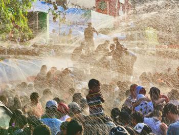 缅甸泼水节01
