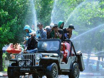 缅甸泼水节13