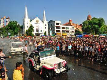 缅甸泼水节02