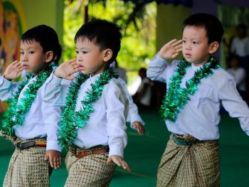 缅甸泼水节05