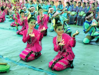 缅甸泼水节06