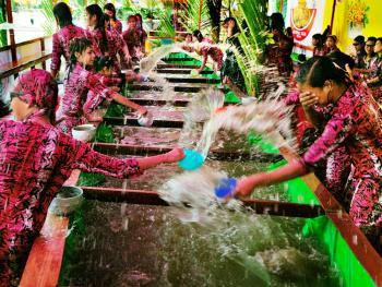 缅甸泼水节07