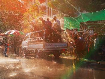 缅甸泼水节08