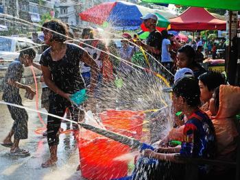 缅甸泼水节09