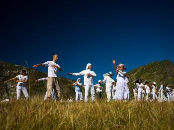 白色兄弟会的八月仪式09