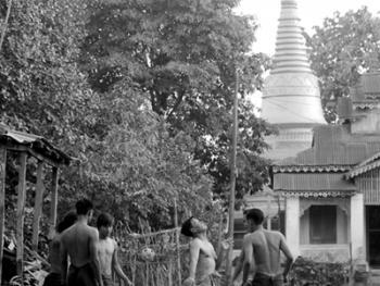 缅甸的传统运动藤球01