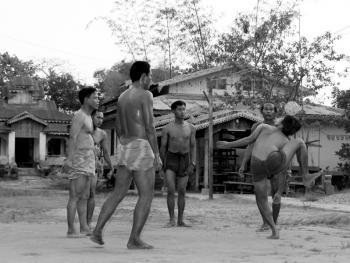 缅甸的传统运动藤球02