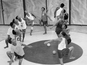 缅甸的传统运动藤球04