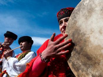 敲鼓的塔吉克女人14