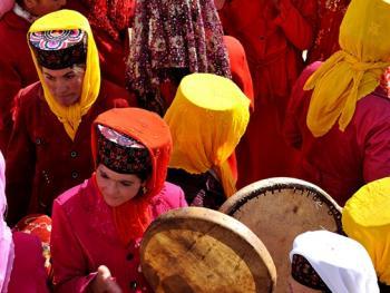 敲鼓的塔吉克女人06