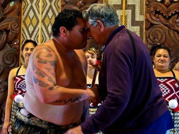 新西兰毛利人的迎宾礼节01