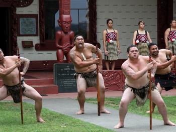 新西兰毛利人的迎宾礼节04