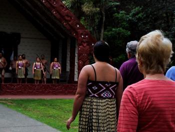 新西兰毛利人的迎宾礼节05