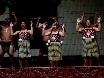 新西兰毛利人的迎宾礼节06