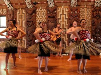 新西兰毛利人的迎宾礼节09