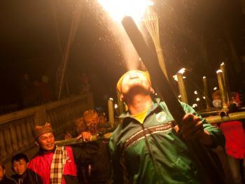 腾格尔人祭祀火山神07