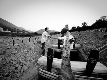 斯雷布雷尼察的集体葬礼10