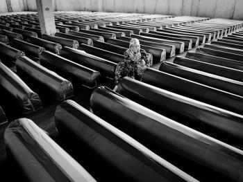 斯雷布雷尼察的集体葬礼04