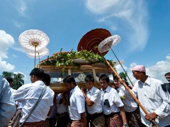 部落酋长的葬礼09