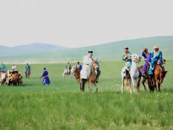 蒙古族婚礼习俗01