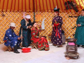 蒙古族婚礼习俗05