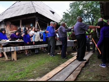 罗马尼亚小镇葬礼03