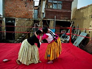 玻利维亚女子摔跤07