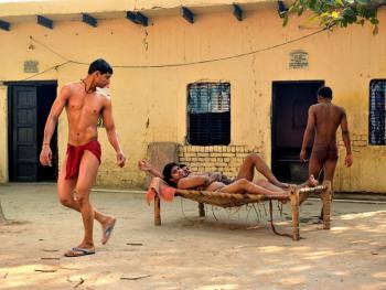 印度北部的传统摔跤学校10