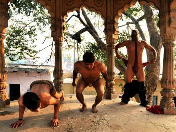 印度北部的传统摔跤学校04