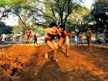 印度北部的传统摔跤学校07