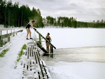 芬兰的冰泳09