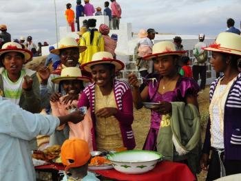 马达加斯加捡骨葬11