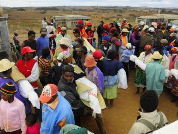 马达加斯加捡骨葬12