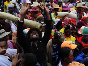 马达加斯加捡骨葬04